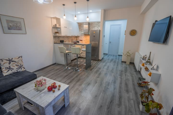 LUX1 apartment in the Hyper Center / Old Tbilisi