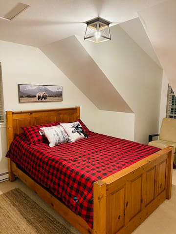 Upstairs Bedroom with Queen Bed and 3 Piece Bathroom