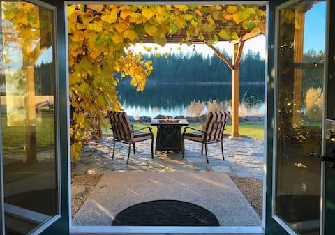 Serene Lakeside Retreat