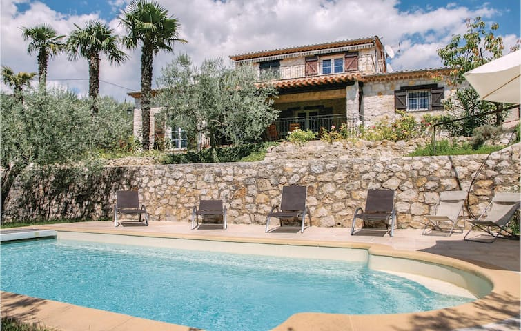 Holiday cottage with 5 bedrooms on 190m² in Fayence