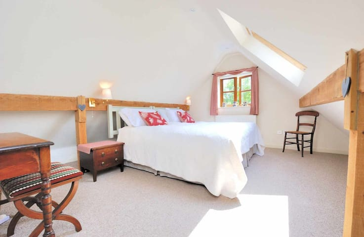 The Bolt Hole, Minchinhampton - Minchinhampton