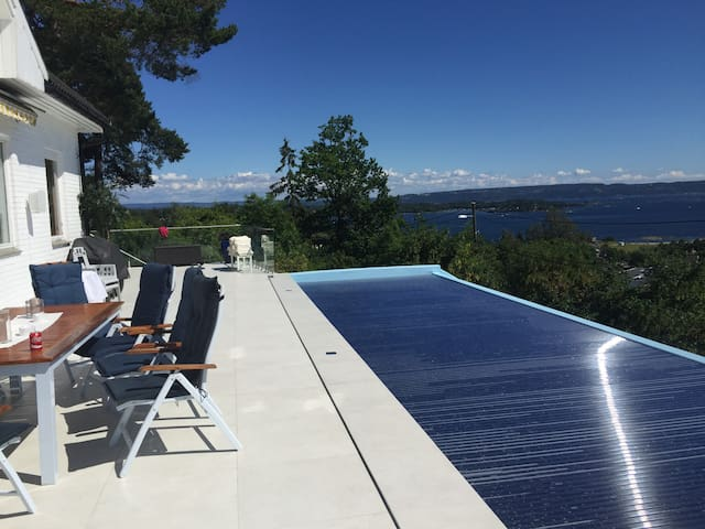 Hus med fantastisk utsikt og oppvarmet pool - Asker - Dom