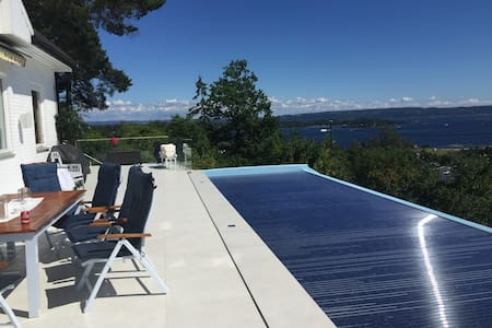 Hus med fantastisk utsikt og oppvarmet pool - Asker - Casa