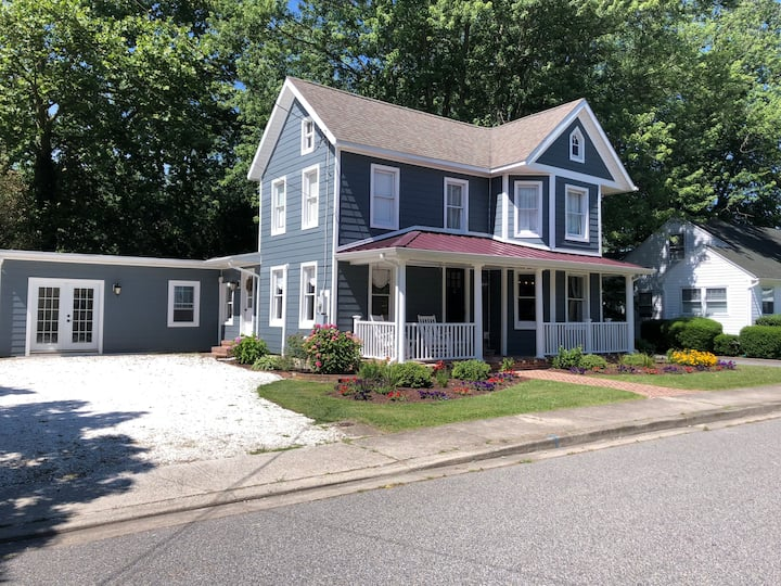5BR Nantucket Style Farmhouse - Downtown Berlin