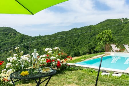 Farmhouse with pool in the hills, pristine nature, wine tasting