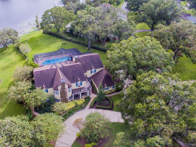 Majestic Brant Manor: 8 BdRm Lake House w/Htd Pool