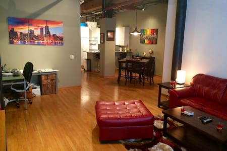 Two-Story Spacious West Loop Timber Loft - Chicago