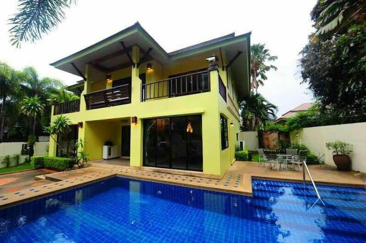 芭提雅娜查泳池别墅酒店 Natcha pool villa Pattaya