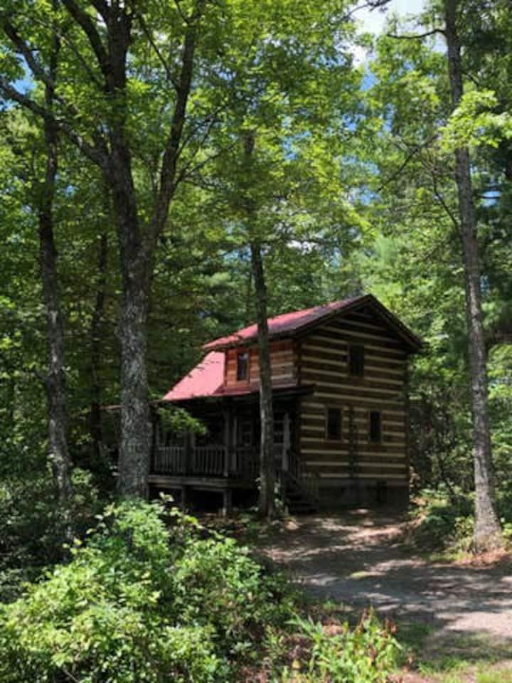 BEAR RUN...Private Cabin w/HOT TUB-Fiddlers Roost BnB
