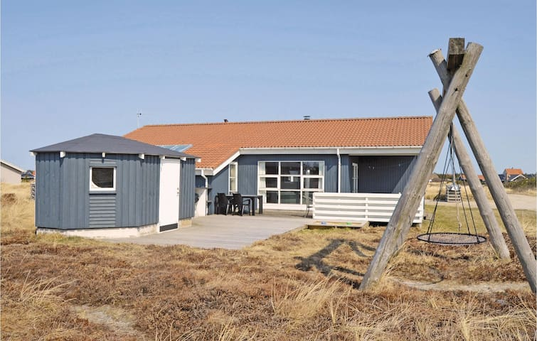 Holiday cottage with 4 bedrooms on 156m² in Thisted