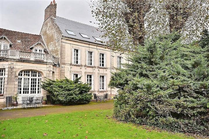 Château manoir in Auxi-le-Château, Pas de Calais