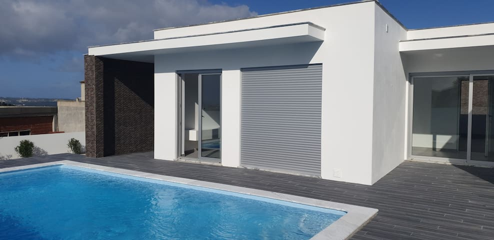 Casa Dexter, new villa with heated swimming pool