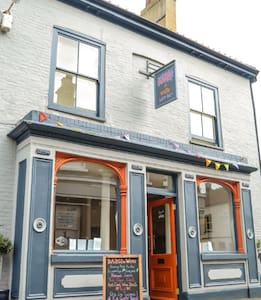 Fabulous B & B in the heart of Wells-next-the-Sea - Bed & Breakfast