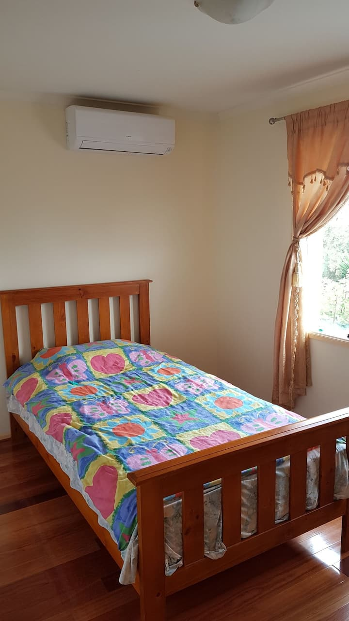 Quiet Private Room in Macleod - Upstairs Room B