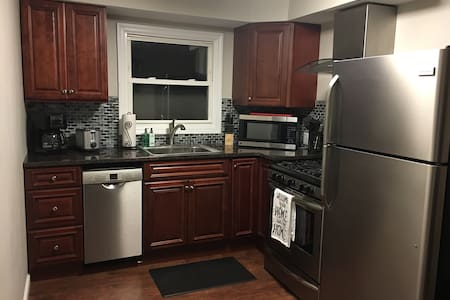 Newly remodeled apartment in town! - East Aurora - Flat