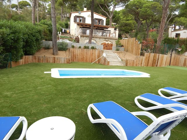Chalet with private pool in residential area