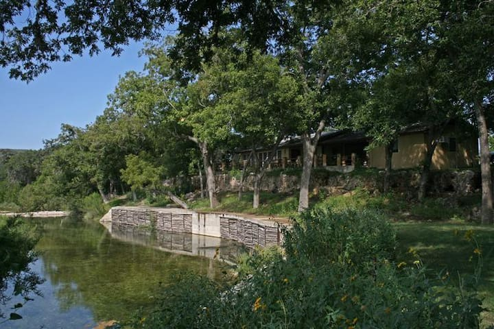 Bader Ranch Lodge overlooking the Frio River - Leakey - 一軒家