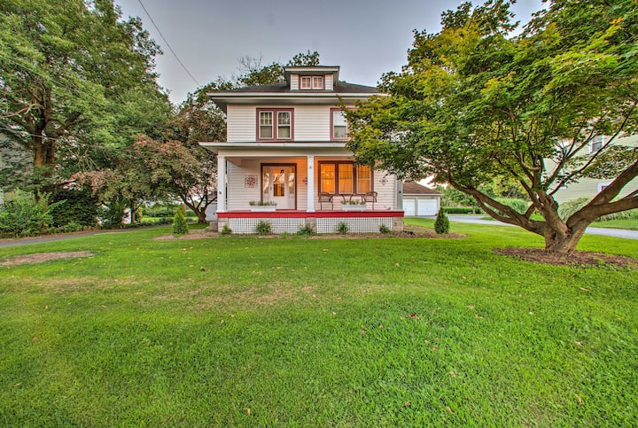 Whimsical Lancaster House w/Porch, Near Amish Farm