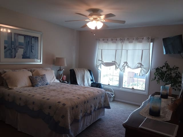 Room #1 W/ HOT BREAKFAST, Entire floor & Biz Ctr