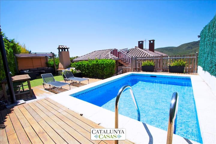 "Stunning mountain views Villa in ""El Vendrell"" for 8 people! - Costa Dorada"