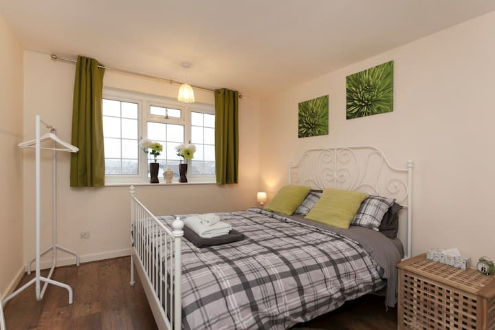 lovely double room with great views - Nottingham - Casa