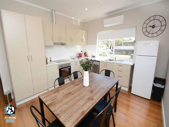 Just Renovated 2BR Cottage in Heart of Wentworth