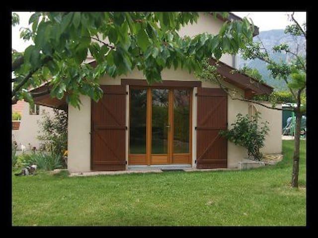 Studio climatisé entre Grenoble et Chambéry