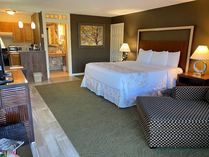 Cascades Inn, King Mini-Suite with Kitchenette, Private Bath, Near IU!