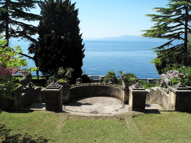 Family apartment just by the beach! - Rijeka - Leilighet