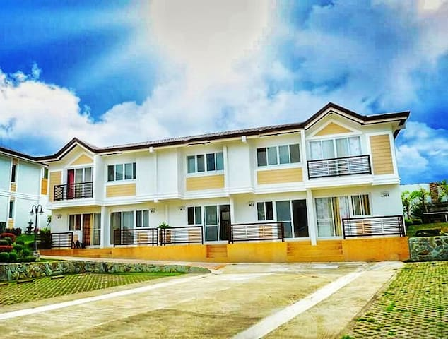 Villa I Unit # 3 Tagaytay Hampton Villas