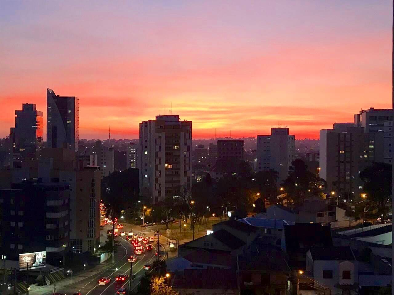 A cada por do sol, uma linda surpresa. ( vista do apartamento).