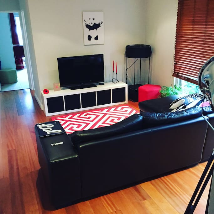 Incredible views of the City and Centennial Park! The place is yours. Enjoy the whole bright, airy and comfortable apartment. Cosy large sofa with wifi, Netflix and Stan. The large lush balcony off the bedroom gives the great views.