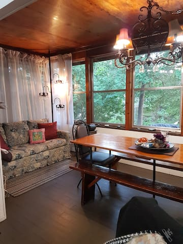 1950's Romantic & Whimsical cottage on Gull River