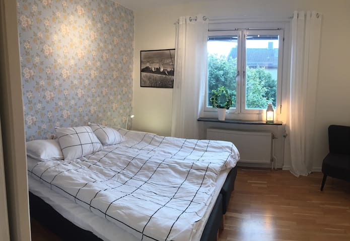 Cosy room between University and City - Örebro - Apartamento