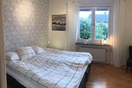 Cosy room between University and City - Örebro - 公寓