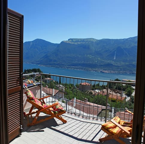 little cottage with an amazing sight on Garda Lake - Tremosine sul Garda località Pieve - Rekkehus