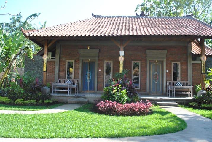 Sudi Guest House - Gerokgak - Oda + Kahvaltı