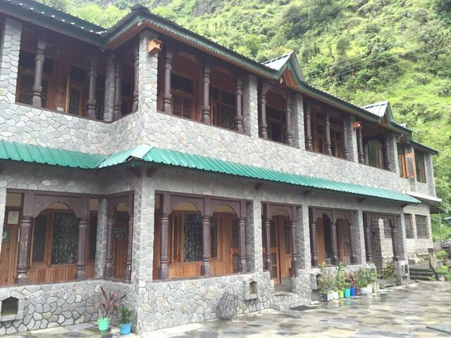Himalayan Paradise by Purple Seas - Chakrata - Willa