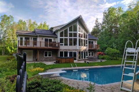 Dream Home Oasis; 7 bedroom, Hot Tub Swimming Pool