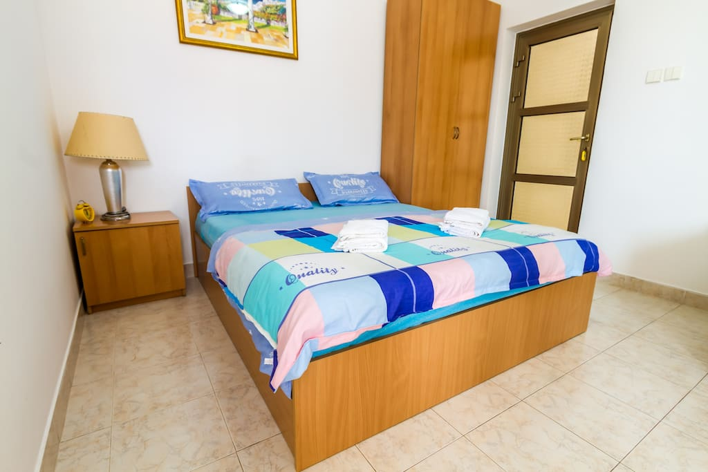 Free Wi-Fi, Cable TV, Bed linen and towels are provided.