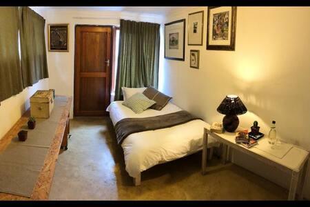 K Sello Room