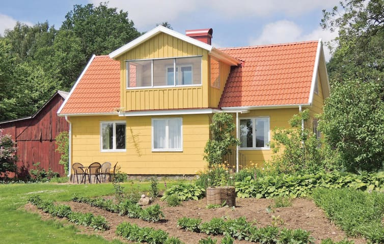 Former farm house with 3 bedrooms on 93m² in Vessigebro