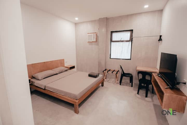 Queen Bed Suite 12 w/ Fast Wifi & Netflix in Biñan