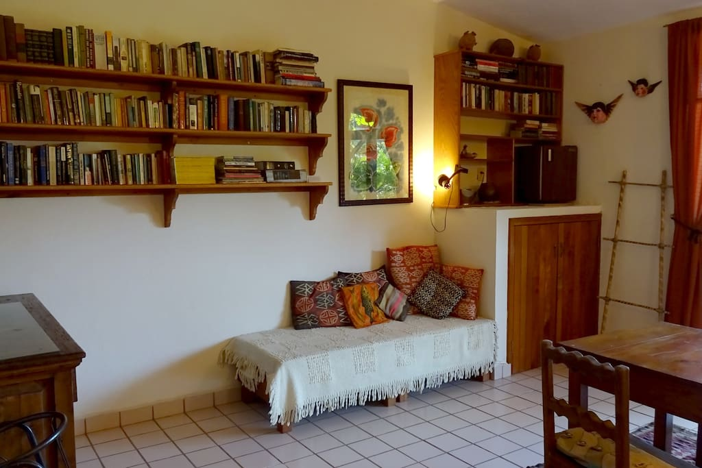 Small daybed and lots of books!