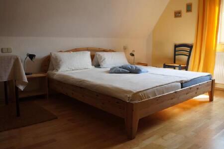 ruhiges, helles, gemütliches Zimmer für Zwei - Moers