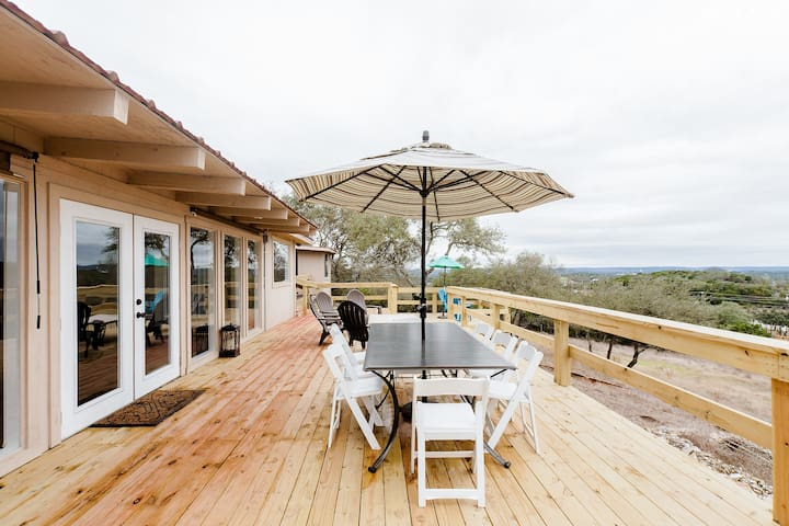 Amazing Deck with an Amazing View - Wimberley