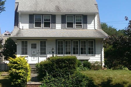 Modern Colonial Home, 30 mins to NYC - Mount Vernon - Hus