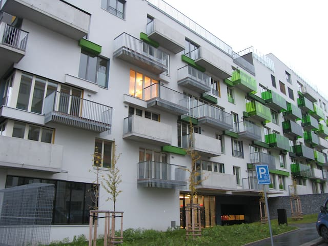 New apt in a residential Prague Quartier, on TRAM