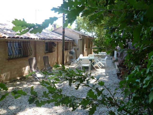 petite maison au calme - Besse-sur-Issole