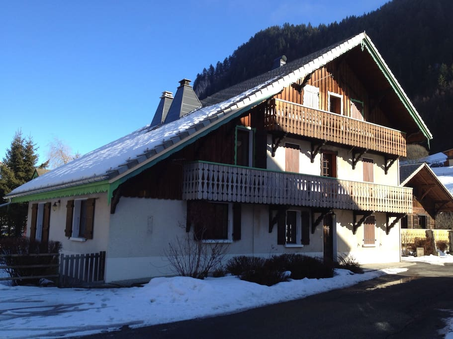 Chalet Alys in the winter sunshine